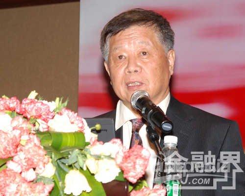 国家环保总局环境与经济政策研究中心主任曹凤中