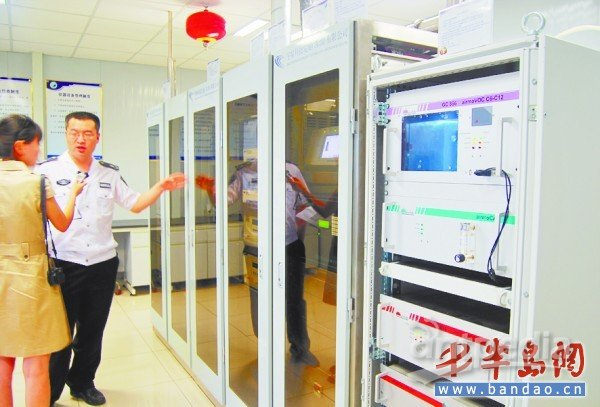 娇贵的进口监测仪器都住在空调房里,它们能针对采集的样本进行数据分析 ,一旦发现问题就会自动预警。